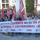 La concentración ha tenido lugar frente al Monumento a la Constitución de Zaragoza