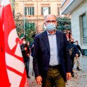 El líder del Partido Demócrata italiano, Enrico Letta, visita la sede del sindicato CGIL, un día después de que fuera atacado por los manifestantes