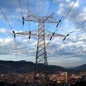 El precio de la luz no da tregua y sube un euro más este miércoles: el megavatio hora se situará en 185,74 euros