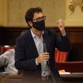 El conseller de Modelo Económico, Turismo y Trabajo, Iago Negueruela, en una imagen en el Parlament.