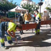 Renovados una treintena de bancos de la plaza de Navarra