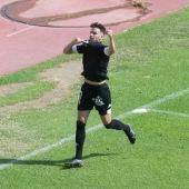 Raúl Ruiz celebra el gol de la victoria ante El Ejido.