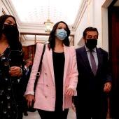 La líder de Ciudadanos, Inés Arrimadas y el diputado Miguel Gutiérrez a su llegada al pleno del Congreso de los Diputados